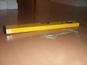 水平器で室内を測定