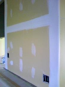 壁が盛り上がって見える!その理由とは…